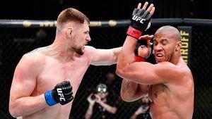 Лучший русский тяж мог стать чемпионом UFC до конца лета. Как Волков снова упустил свой шанс
