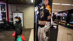 «Имдолжно быть стыдно». Лучший клуб НХЛ «Бостон» оставил без зарплаты сотрудников арены навремя карантина