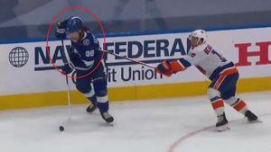Русскому хоккеисту разбили лицо ударом клюшки. Видео фола Бовиллье на Сергачеве в финале Востока НХЛ