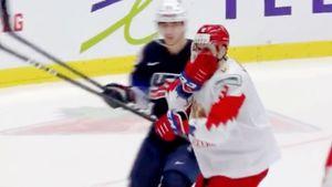 Американец грязно ударил русского хоккеиста локтем в лицо. Подлый поступок Вальстрема на МЧМ: видео