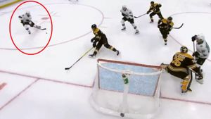 Кошмарный промах русского хоккеиста шокировал американцев. Он умудрился смазать по абсолютно пустым воротам: видео