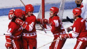 Легендарному голу советского хоккеиста Ларионова— 40 лет. С его шайбы начался великий разгром канадцев в 1981-м
