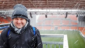 «Сегодня у нас матч. Хотите сыграть за «Томь»? Англичанин посетил 1800 стадионов в 84 странах