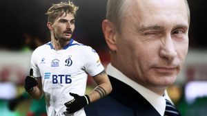 «В Германии знают: Путин большая фигура. Но мама сказала: «Ты не едешь в Россию». Интервью звезды «Динамо» Филиппа