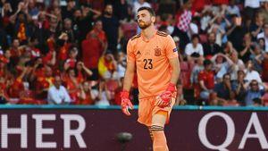 Не попал по мячу и пропустил самый нелепый гол на Евро. А вообще Симон стал основным из-за хорошей игры ногами