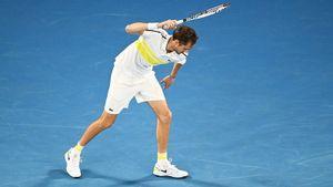 Медведев проиграл Джоковичу в финале Australian Open. Даниил психовал, ломал ракетки и ругался