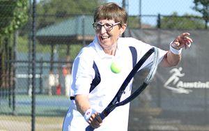 74-летняя теннисистка возобновила карьеру после трехлетнего перерыва