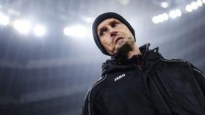 Тренер «Аугсбурга» пропустит рестарт Бундеслиги. Оннарушил карантин, сходив вмагазин зазубной пастой