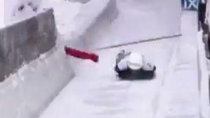 Скелетонистка врезалась в швабру в ходе заезда на этапе Кубка мира: видео