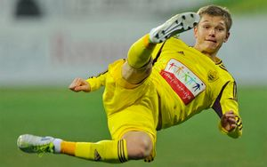 «У меня есть вредные привычки». Футболист Шатов рассказал, как пришел пьяным на тренировку «Анжи»