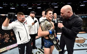 Олимпийский чемпион отобрал пояс UFC улучшего бойца вмире. Этот вечер войдет висторию ММА