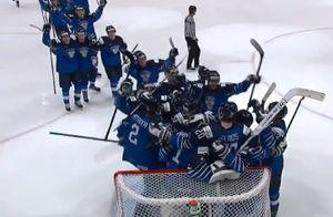 Эмоции финских хоккеистов сразу после победы над Россией в матче за бронзу: видео