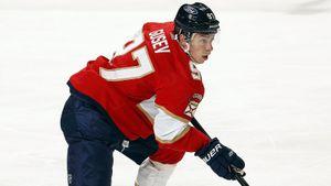 Герой Олимпиады не хочет возвращаться в Россию. Гусев бьется за контракт в НХЛ, забивая во 2-м матче подряд