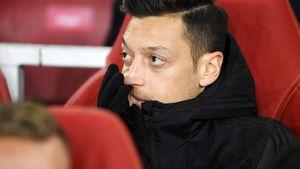 Один из самых высокооплачиваемых футболистов АПЛ не играет уже 7 месяцев. Озил требует от клуба 14 млн евро