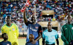 51-летний президент Либерии сыграл за сборную своей страны. В это же время его сын играл за США