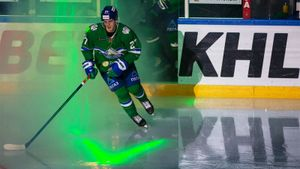 «Торонто» заключил 3-летний контракт новичка с Амировым. Родион не менее года проведет в аренде в КХЛ