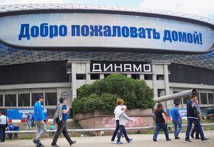 Татуировка с Яшиным, прорыв фанатов на поле и бабушка с медалями. Как открывали стадион «Динамо»