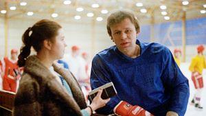 «Много трагедий, спортсмены спиваются». Как хоккеист Фетисов разоблачал советский хоккей в программе «Взгляд»