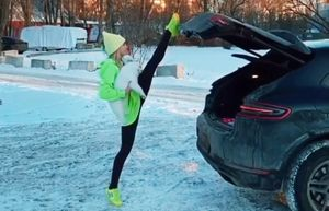 Гимнастка-чемпионка Дарья Спиридонова показала, как эффектно закрывать багажник автомобиля: видео