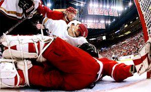 «Когда поехали в Кремль, Фетисов просил не брать с собой пиво». Этот русский 10 лет играл в НХЛ