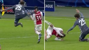 Нападающий «Баварии» перепутал футбол с карате и зарядил сопернику прямой ногой по голове