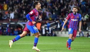 «Барселона» в дебютном матче Агуэро одержала волевую победу над «Валенсией», пропустив первой на 5-й минуте