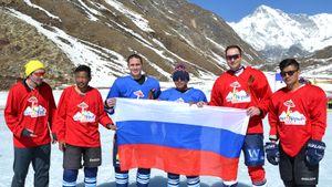 Чемпион России сыграл вхоккей навысоте 5000 метров. Мировой рекорд установили уподножья Эвереста