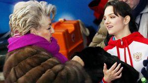 Тарасова помогает Медведевой в работе над короткой программой