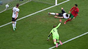 Супергеройский забег Роналду перед голом в ворота Германии. Криштиану проскочил 90 метров за 10 секунд!