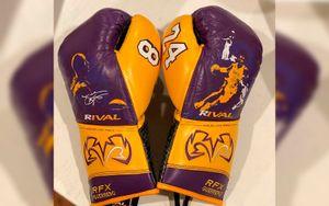 Рой Джонс вышел на бой с Майком Тайсоном в перчатках в память о Коби Брайанте