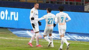 «Зенит» в очень событийном матче обыграл ЦСКА. Ахметов получил красную, Дзюба не забил пенальти. Как это было