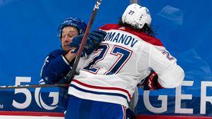 Не стеснялся бить соперников и чуть не стал героем овертайма. Русский талант Романов продолжает завоевывать НХЛ