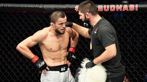 «Не связывайтесь с Нурмагомедовыми». Реакция американцев на победу брата Хабиба в первом бое UFC
