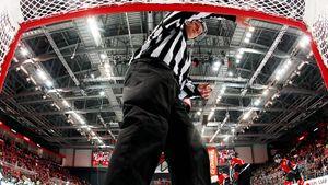 ВКХЛ постоянно отменяют голы из-за дурацких правил. Пора забить наамбиции ибрать лучшее уАмерики