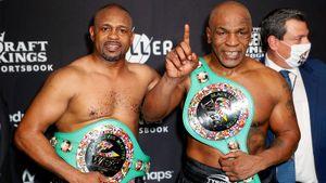 54-летний Тайсон и 51-летний Рой Джонс били друг друга 16 минут на ринге. Оба получили пояса чемпионов: фото