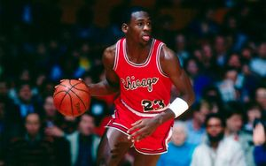 Майка Джордана, в которой он подписал первый контракт с «Чикаго», продана на аукционе за рекордную сумму