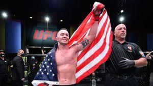 «Я горжусь тобой». Президент США Трамп позвонил бойцу UFC Ковингтону во время пресс-конференции: видео