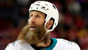«За 40 лет в бизнесе не встречал никого подобного». Легендарный бородач Торнтон остается в НХЛ