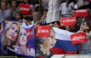 «Чудовищная группа поддержки осталась беспризорной». Уткин жестко раскритиковал фанатов Загитовой