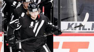 В команде Панарина нет места еще для одного русского. Кажется, Кравцов вернется в НХЛ только после обмена