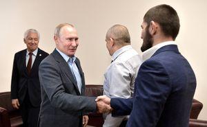 Менеджер Нурмагомедова: «Хабиб на связи с Путиным. Президент обещал, что его отец получит лучшее лечение»