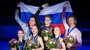 «Дослез трогательно». Русские пары заняли весь пьедестал наЧЕ-2020 ивместе исполнили гимн: видео