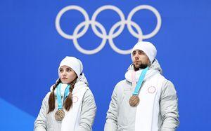 Крушельницкий иБрызгалова сами сдали олимпийскую медаль. Ради нашего флага назакрытии Олимпиады