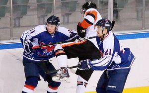 Взбешенный российский игрок налетел насоперника ичуть напокалечил судью. Бойня всибирском дерби