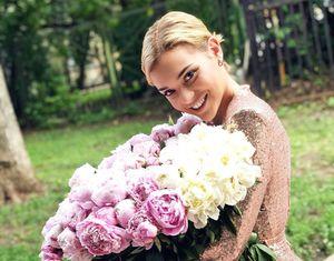 СМИ узнали оромане фигуристки Сотниковой схоккеистом. Из-за него она отдала колдунье 2млн рублей