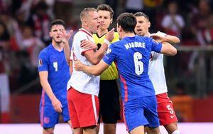 Сборная Англии обвинила поляка Глика в расизме против Уокера. ФИФА проведет расследование