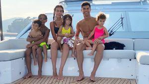 Роналду показал, как отдыхает с Джорджиной и детьми на яхте после завоевания чемпионства с «Ювентусом»