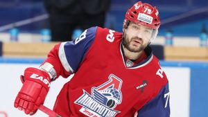РУСАДА наказала хоккеиста Маркова, но он не употреблял допинг. Почему дисквалифицировали легендарного защитника?