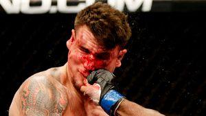 Экс-чемпион UFC проиграл второй бой в Bellator. Он сдался, потому что его лицо заливало кровью
