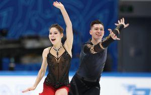 Мишина и Галлямов выиграли короткую программу в соревнованиях спортивных пар на командном ЧМ